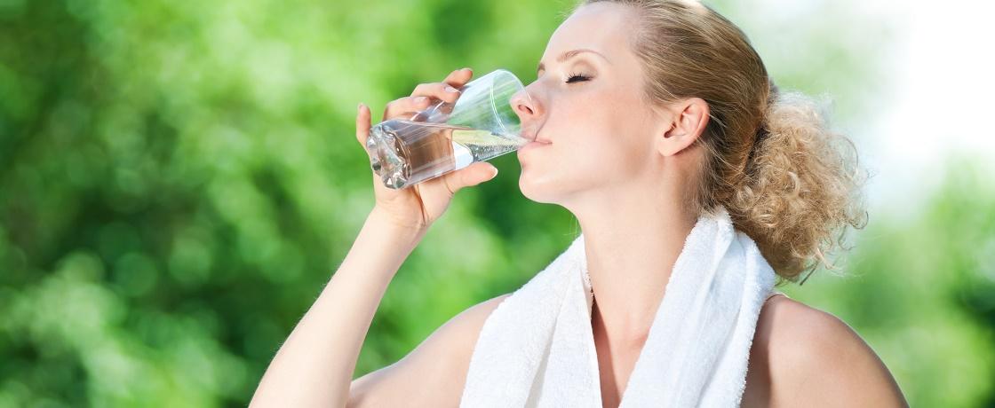 sporcular için su, sporcu günlük ne kadar su içmeli, içme suyu, fitness yaparken ne kadar su içmeli, diyette su, sporda su