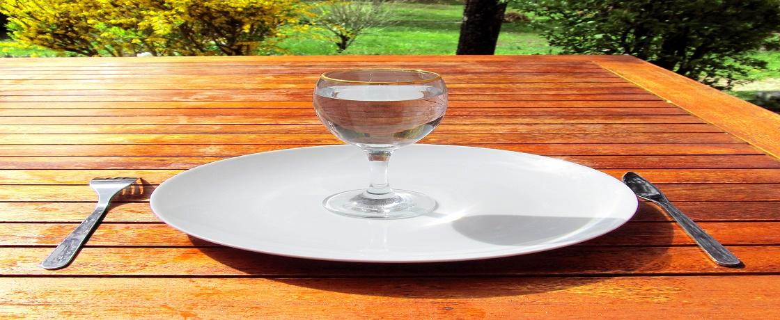 Sıcak havalarda su tüketimine dikkat edin, ne kadar su içilmeli, günde kaç bardak su içmeliyim, suyun yerine ne içilebilir, su içememe hastalığı, diyetisyen yazıları, diyetisyen ayşe özgül