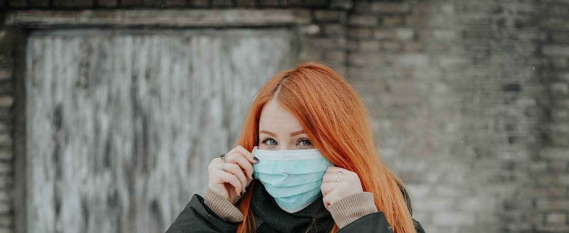 koronavirüs, ncov, covid, kovid, maske, kadın, kızıl, kış (1)